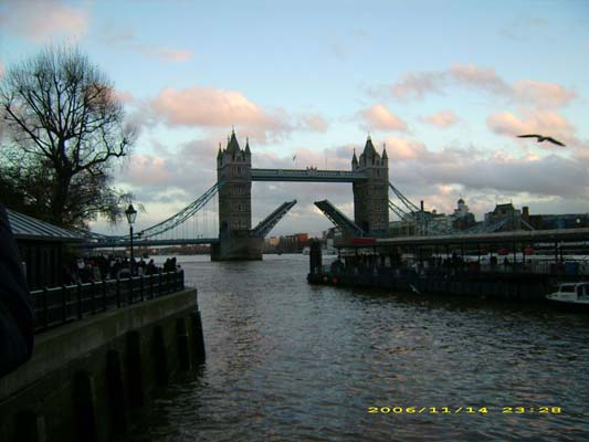 foto Tamigi Tower Bridge Londra