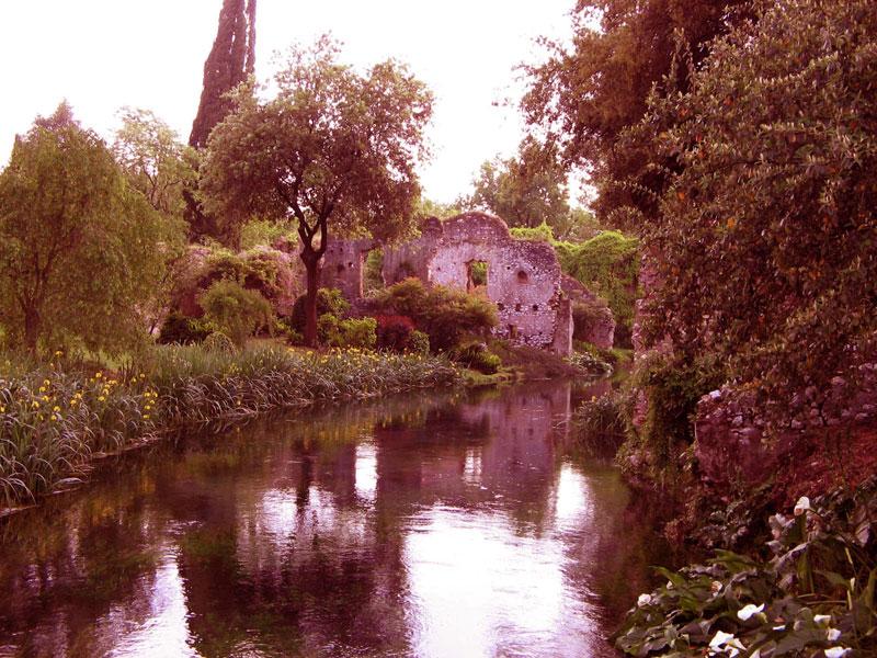 Ninfa rovine città medioevale Norma Sermoneta amatoriali